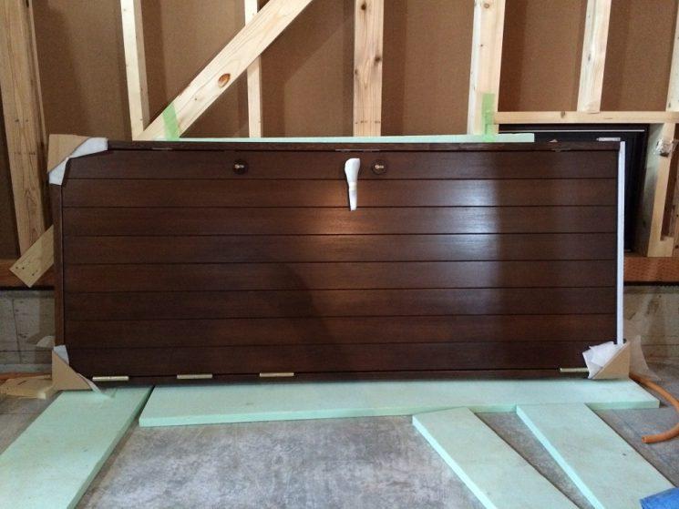 木製玄関ドア搬入