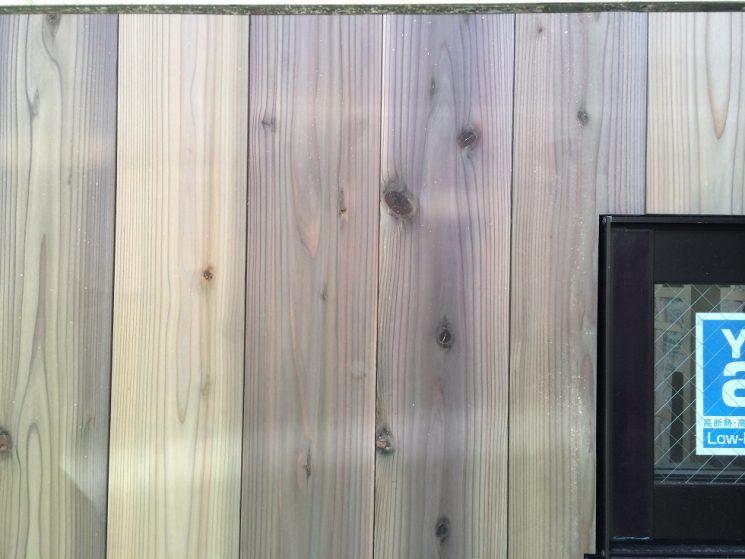 杉板の幅や色などにはばらつきがあります。
