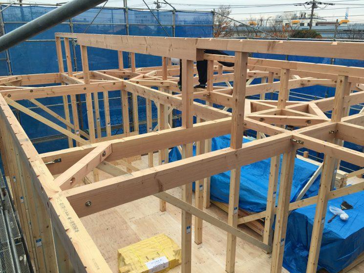 屋根下地を施工前の小屋組み