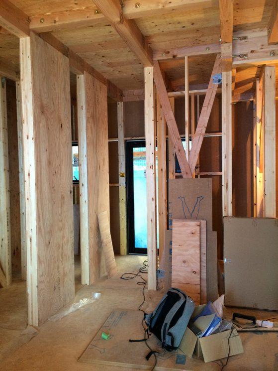 構造用合板が張られた内壁